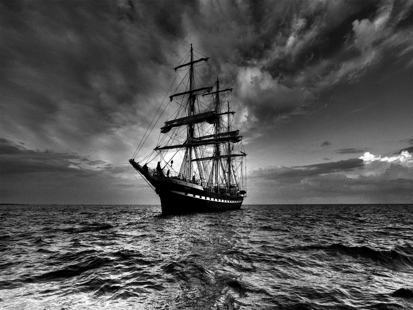sailing_ship_in_pacific_ocean